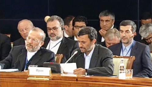 Mahmúd Ahmadínežád na summitu v Jekatěrinburgu
