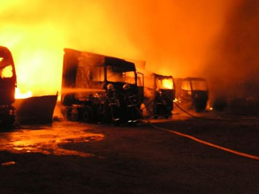 Požár kamionů