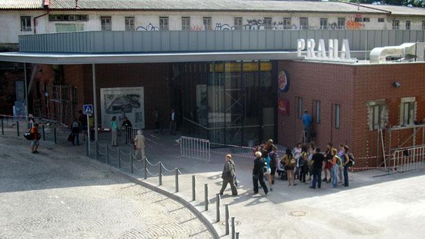 Nová odbavovací hala na pražské Florenci