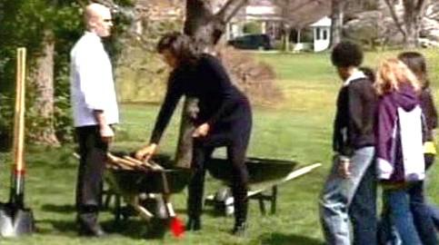 Michelle Obamová na zahradě
