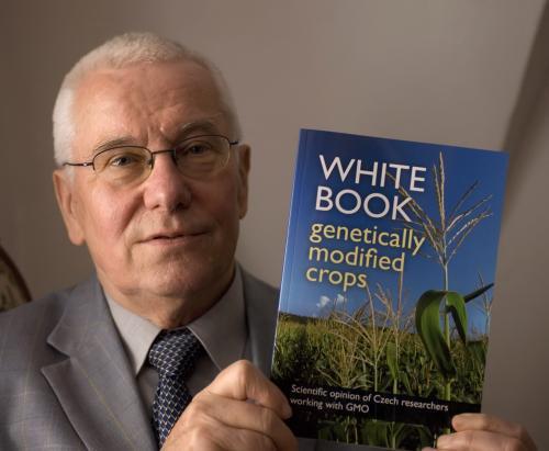 František Sehnal s Bílou knihou