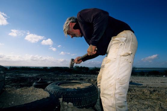 Mike Reynolds při stavbě zemědomu