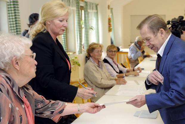 Václav Havel ve volební místnosti