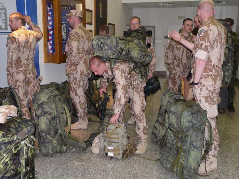 Vojáci před odletem do Kábulu