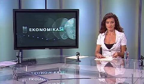 Michala Hergetová v novém studiu Ekonomiky ČT24
