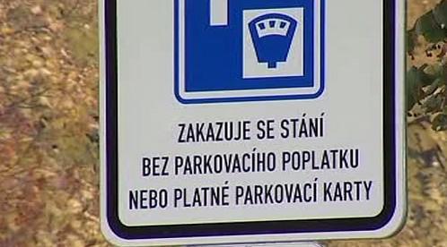 Cedule zakazující parkování bez poplatku