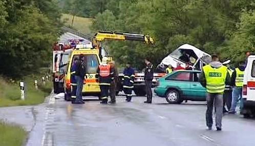 Havárie mikrobusu a osobního auta