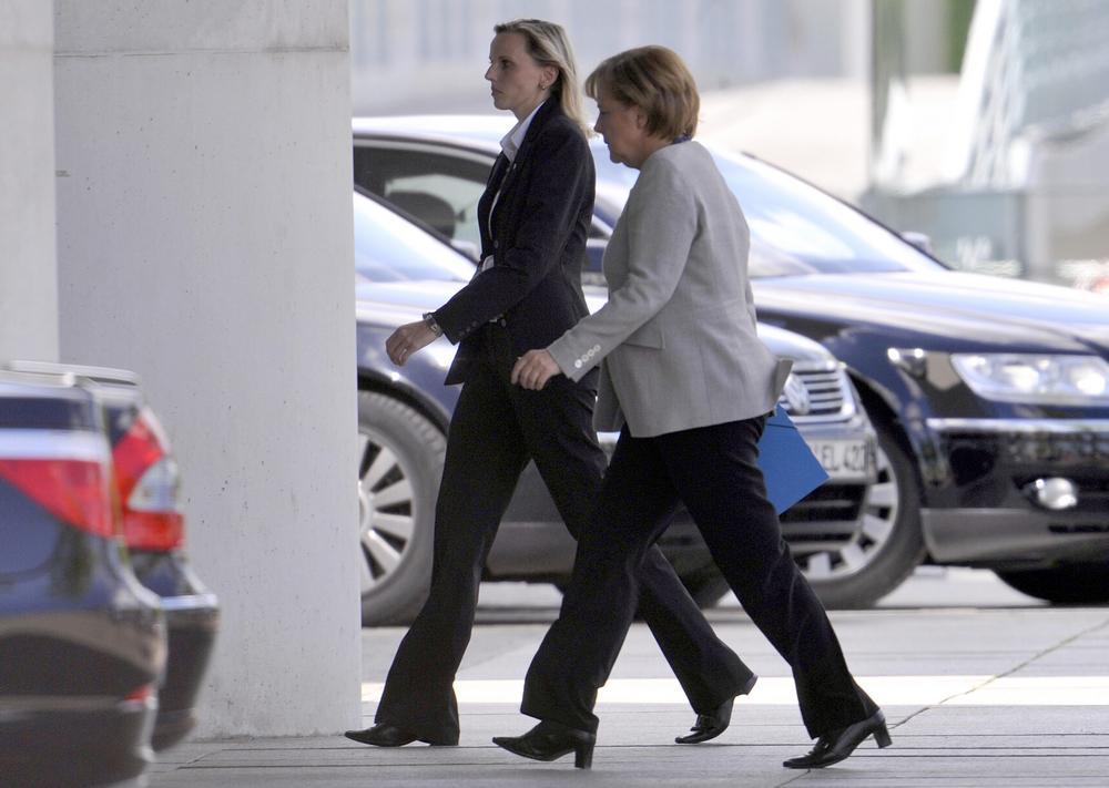 Merkelová spěchá na jednání o Opelu