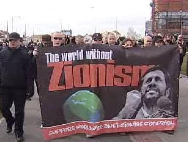 Extremisté pochodují Plzní