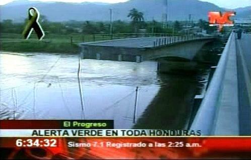 Při zemětřesení v Hondurasu se zřítil most
