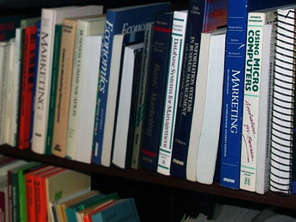 Knihy v polici