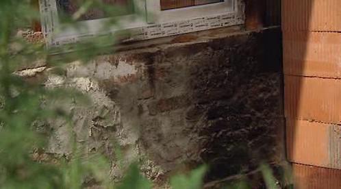 Dům po žhářském útoku