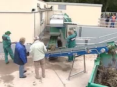 Dopravník přepravuje vodní naplaveniny