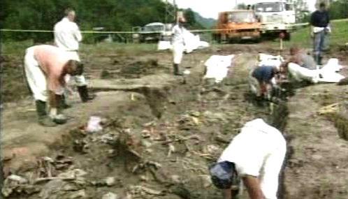 Hromadný hrob v bosenské vesnici Mršići