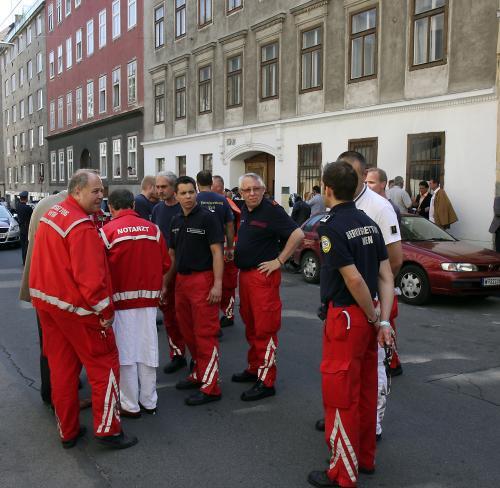 Záchranáři na místě přestřelky