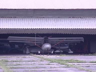 Sportovní letadlo v hangáru