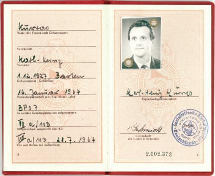 Kurrasova členská legitimace SED