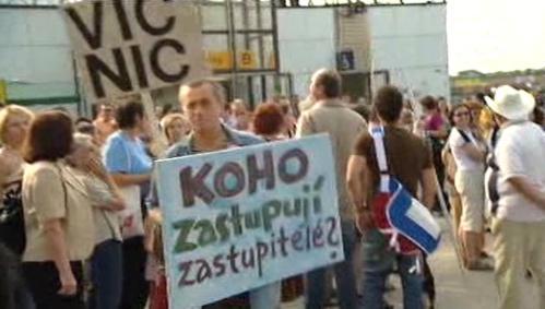 Demonstrace u metra Lužiny