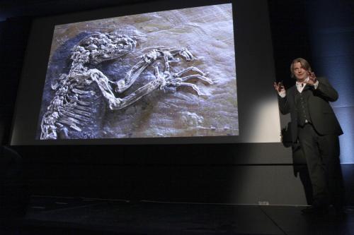 Jorn Hurum představuje zkamenělinu
