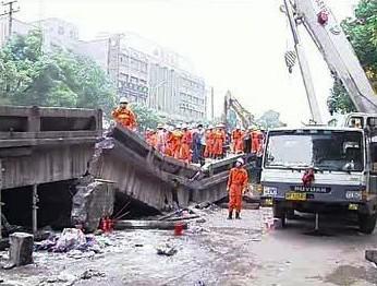 Zřícený most v Číně
