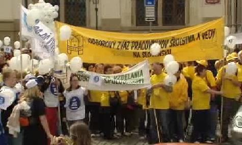Školské odbory demonstrují v Praze