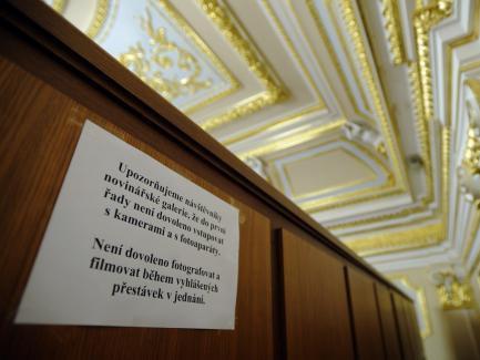 Upozornění pro novináře na sněmovní galerii