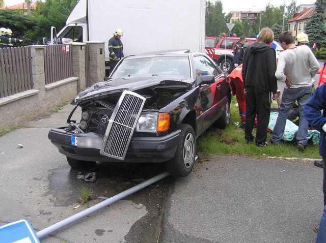 Havarovaný Mercedes