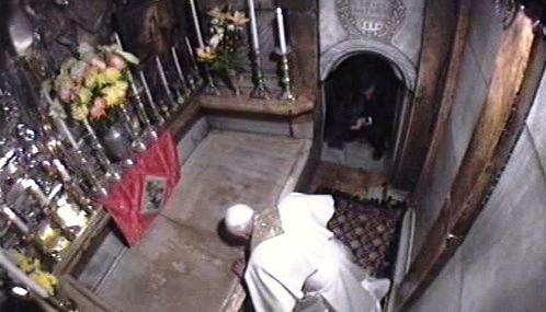Benedikt XVI. v chrámu Božího hrobu