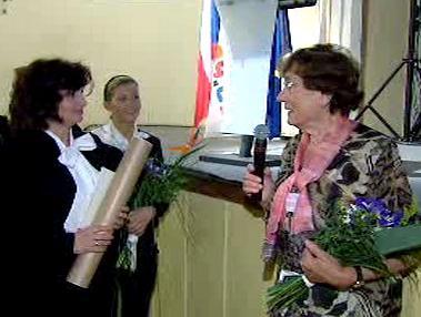 Milena Rychnovská přebírá ocenění