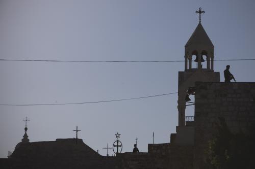 Hlídky na střeše baziliky Narození Páně