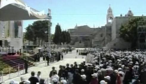 Papež slouží mši v Betlémě