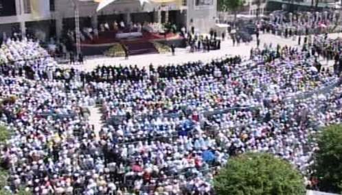 Stovky věřících na papežově mši v Betlémě