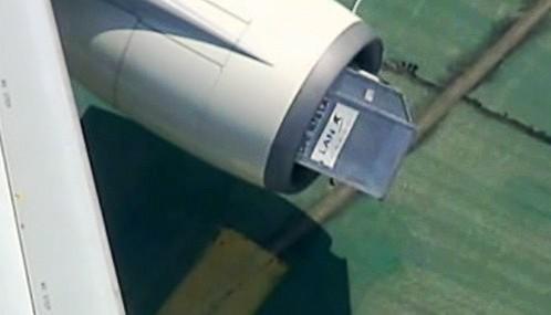 Kontejner na zavazadla v motoru letadla