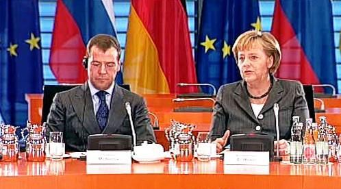Dmitrij Medveděv a Angela Merkelová