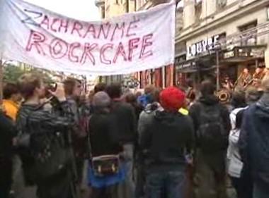 Happening na záchranu Rock Café