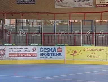 Reklamy na hokejovém stadionu v Třebíči