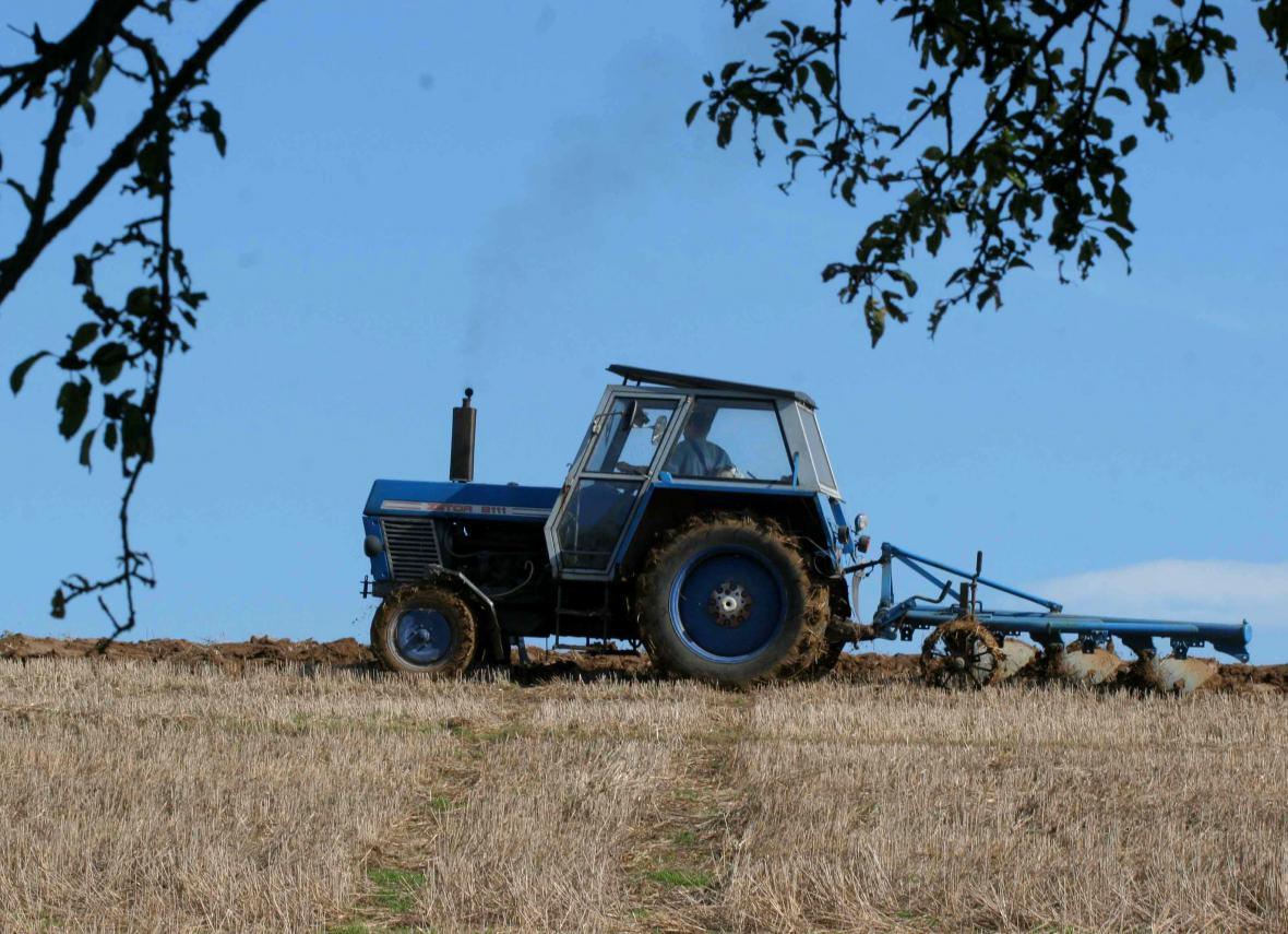 Traktor při práci