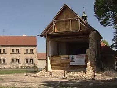 Lenešický kostel po zřícení věže