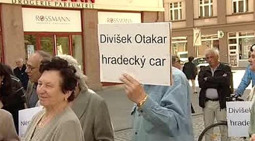 Protesty proti hradeckému primátorovi