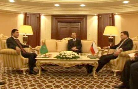 Vondra na jednání v Turkmenistánu