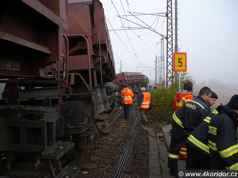Vykolejený nákladní vlak