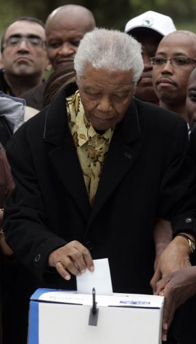 Nelson Mandela u volební urny