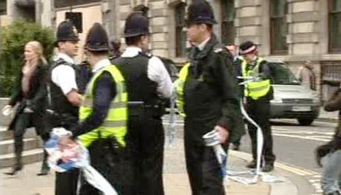 Britští policisté