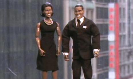 Plastiková figurka Baracka Obamy a Michelle Obamové