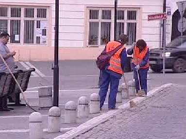 Lidé uklízejí veřejné prostory