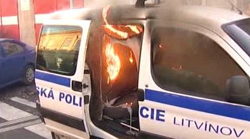Hořící auto městské policie