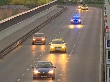 Policejní passat na Nuselském mostě