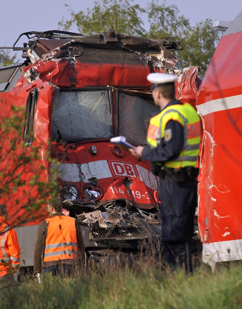 Policista u nehody vlaků