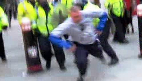 Napadení Iana Tomlinsona britskou policií