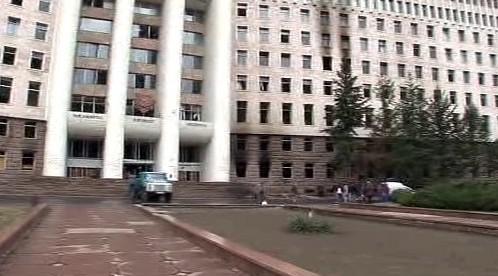 Poškozená budova moldavského parlamentu